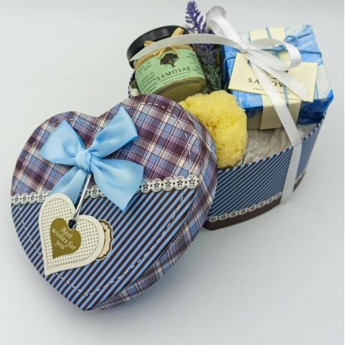 Σετ δώρου με προϊόντα περιποίησης σε κουτί-καρδιά