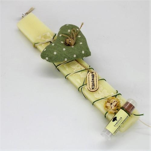 Πασχαλινή λαμπάδα με υφασμάτινη καρδιά και lip balm stick