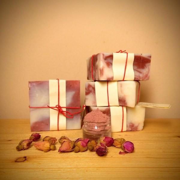 Ενυδατικό σαπούνι καθαρισμού με ροζ άργιλο και βούτυρο καριτέ